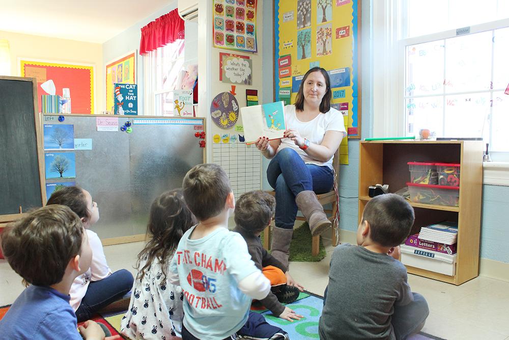 CNS-Mrs-Cartee-reading-green-eggs-ham-dr-seuss-day